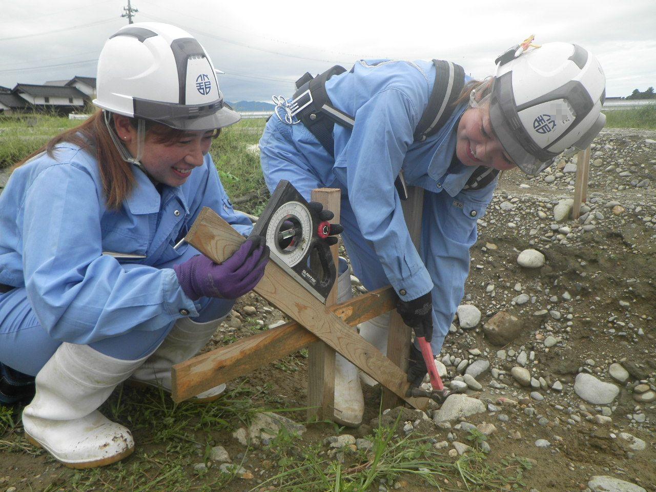 若手女性社員の作業風景5
